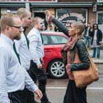 "2015 - Maria-Teresa ""Tess"" Asplund si oppone a dei dimostranti nazisti a Borlänge, Svezia"