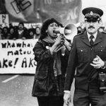 1981 - Donna urla ad un poliziotto durante una protesta contro l'apartheid