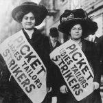 1909 - Due operaie in sciopero protestano