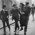 1914 - La suffragetta Emmeline Pankhurst viene arrestata in una dimostrazione davanti Buckingham Palace