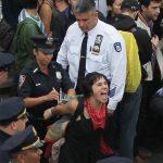 2011 - Una dimostrante viene arrestata dalla polizia, New York